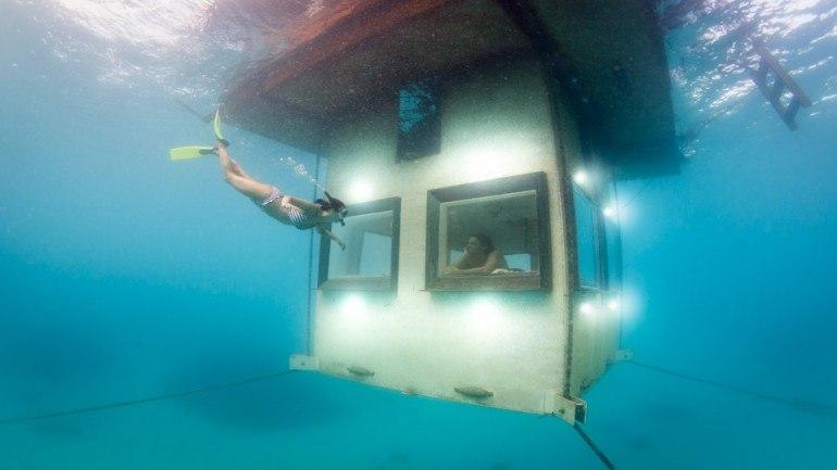 Курорт Манта предлагает частный остров, где вы спите под водой!