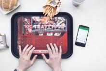 KFC спасает телефоны от жирных пятен на экране