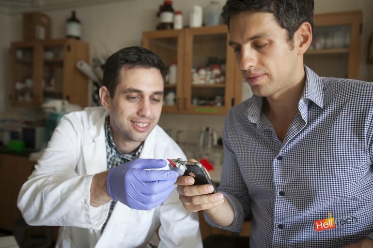 SmartCARD - устройство для измерения уровня холестерина в крови с помощью телефона